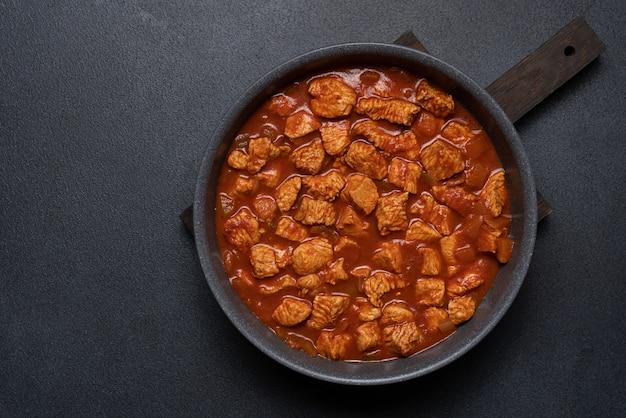 Ragoût de viande de dinde ou de poulet à la sauce tomate