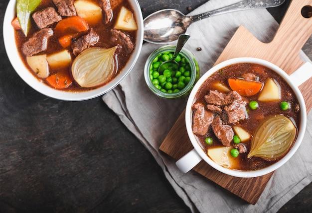 Ragoût de viande avec soupe maison de boeuf