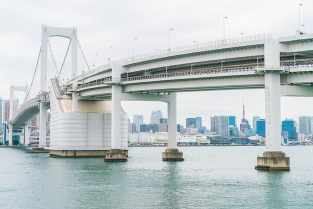Rainbow bridge à odaiba, tokyo