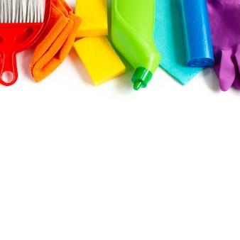 Rainbow réglé pour le nettoyage de printemps lumineux dans la maison.
