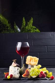 Raisin, fromage, figues et miel