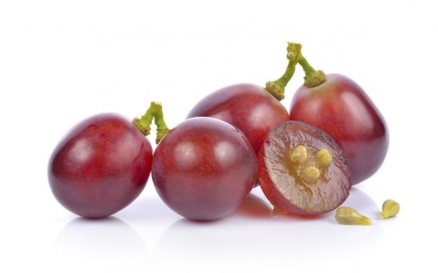 Raisins sur fond blanc