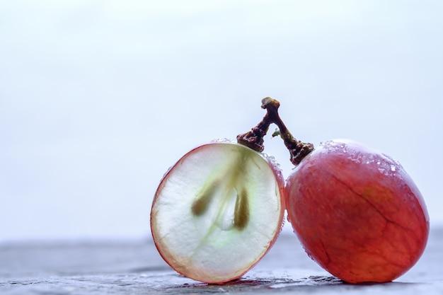 Raisins rouges frais