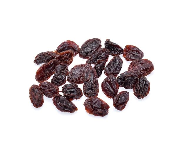 Raisins secs isolés sur blanc