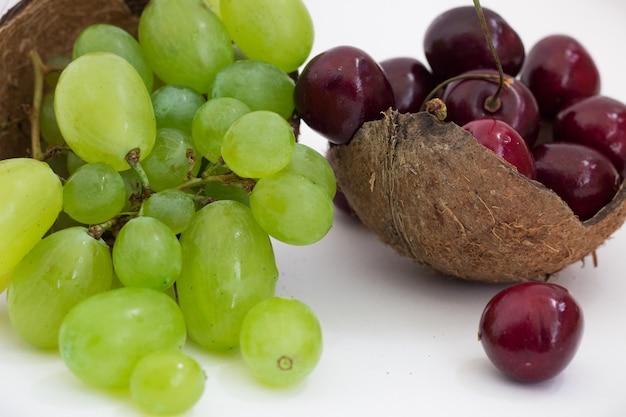 Raisins verts, cerises et noix de coco