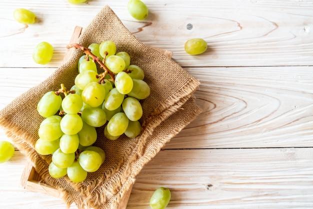 Raisins verts frais