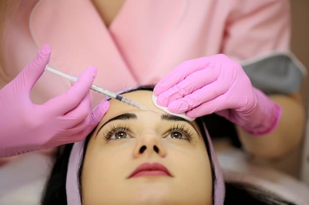 Rajeunir les injections au visage.