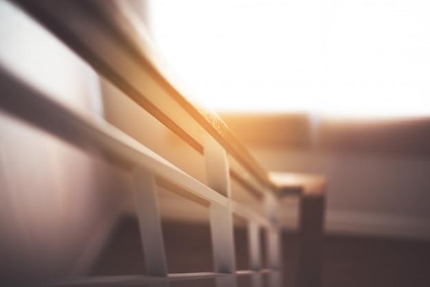 Rampe d'escalier dans la maison moderne