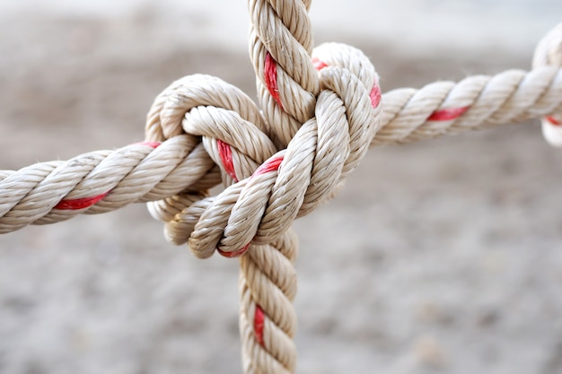 Rampe de pont suspendu en corde. mise au point sélective