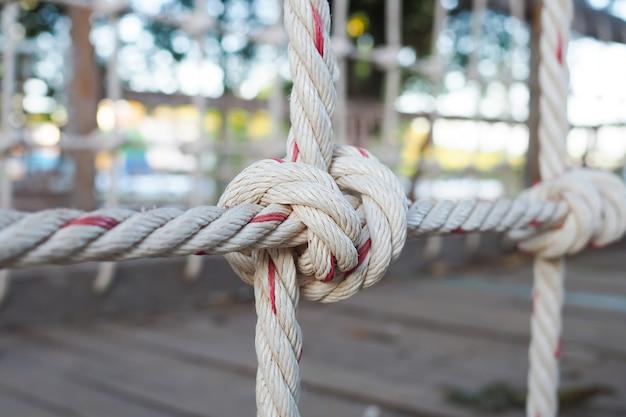 Rampe de pont suspendu en corde.
