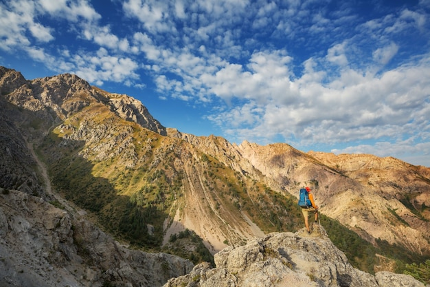 Randonnée dans les montagnes chimgan, ouzbékistan.