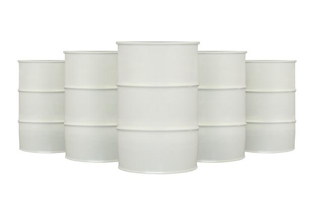 Rangée de barils blancs isolated on white