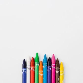 Rangée de crayons ondulés