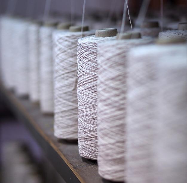 Rangée de fil textile