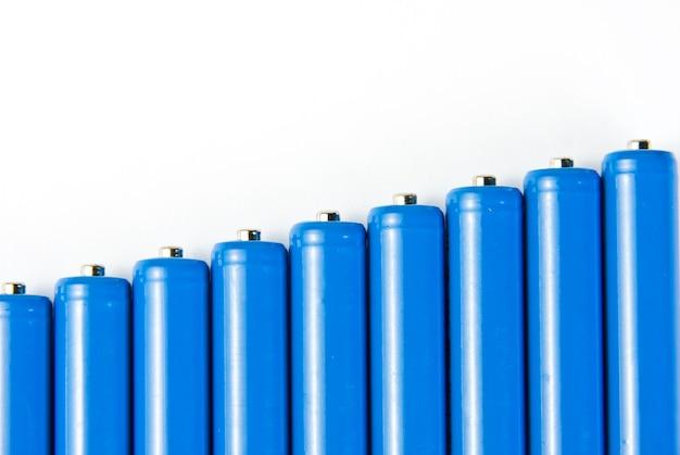 Rangée de piles bleues