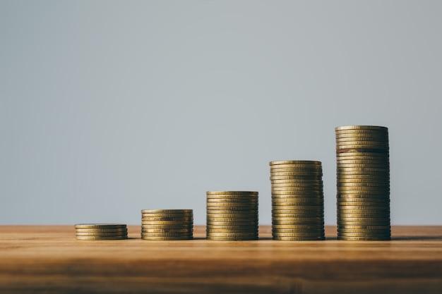 Rangées de pièces finance et concept de design de fond bancaire.