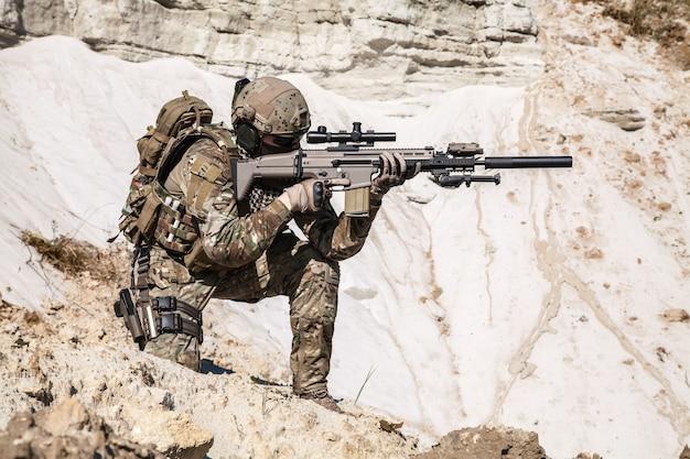 Ranger de l'armée dans les montagnes