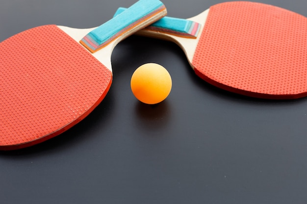 Raquette et balle d'équipement de tennis de table. sport pour le concept de santé
