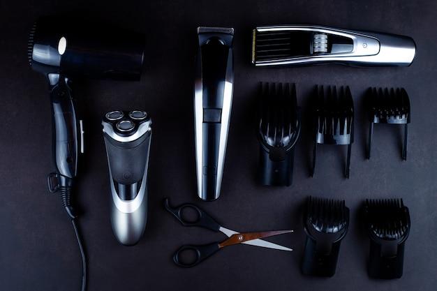 Rasage, rasoir, brosse, peigne, ciseaux, tondeuse et tondeuse à cheveux.