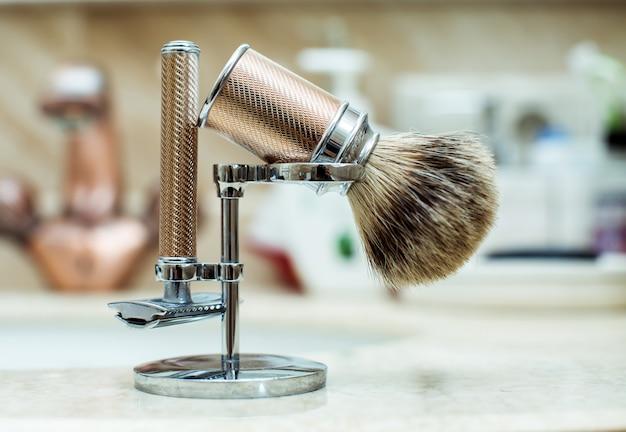 Rasoir et brosse à raser