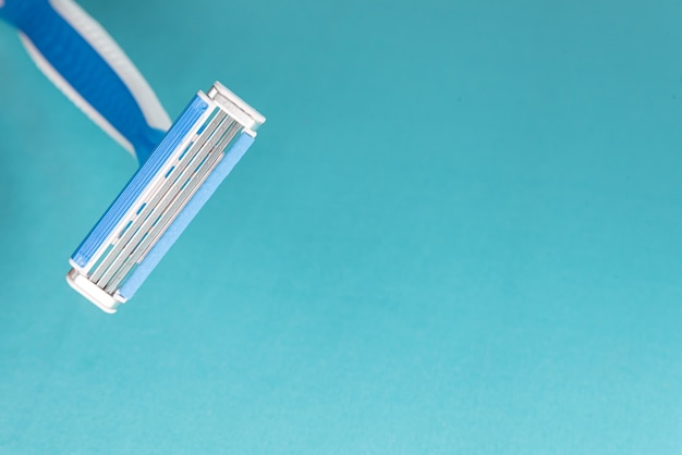 Rasoir moderne bleu et blanc - détail en macro