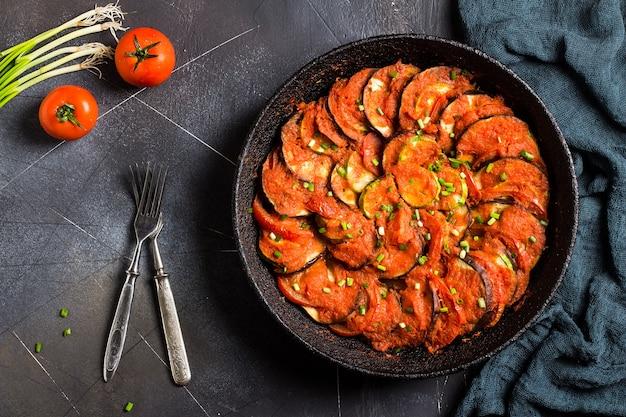 Ratatouille plat français provence de légumes courgettes poivrons aubergines