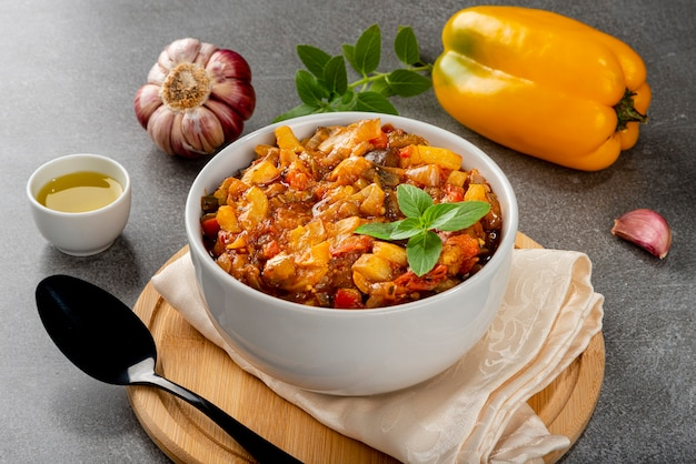 Ratatouille. ragoût français traditionnel de légumes d'été. ratatouille traditionnelle.