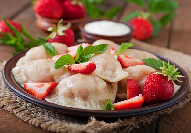 Raviolis frais aux fraises et crème sure