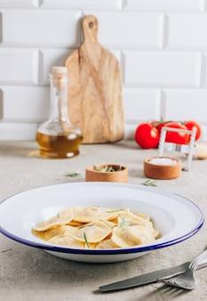 Raviolis italiens au romarin et au fromage