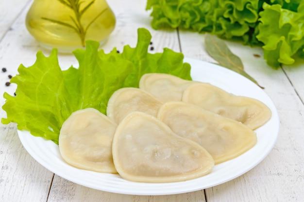 Raviolis italiens (boulettes) en forme de cœur
