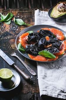 Raviolis noirs au saumon salé