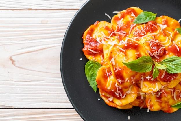 Raviolis à la sauce tomate et basilic - style cuisine italienne