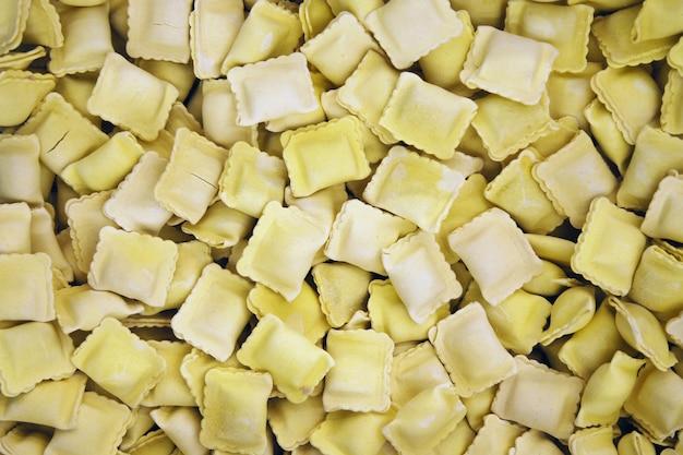 Raviolis surgelés vendus au poids en supermarché