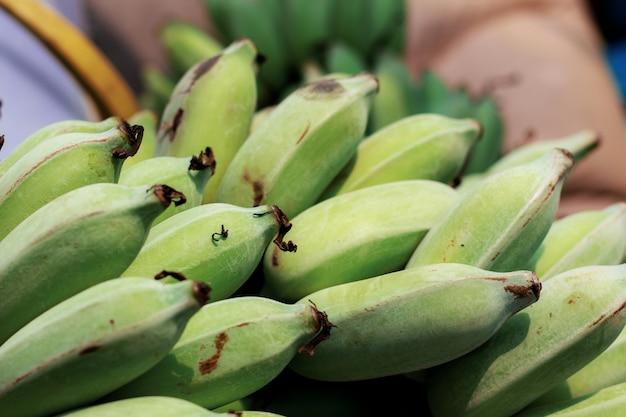 Raw de banane dans la ferme avec texture.