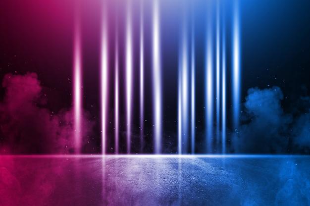 Rayons la lumière au néon sur le mur de briques au néon. scène vide. réflexions néon sur asphalte humide.