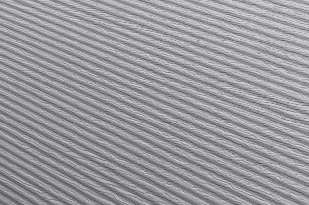 Rayures diagonales sur fond de mur avec des rayures.
