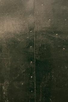 Rayures sur métal peint avec rivets