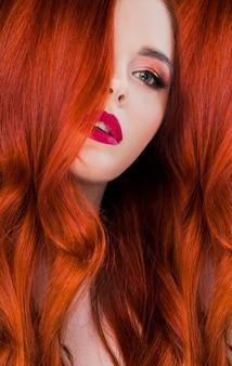 Readhead femme portrait de beauté bouchent