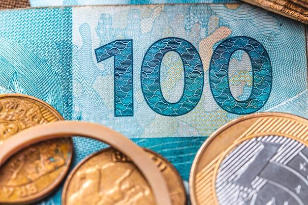 Real brl les billets et pièces brésiliens en gros plan