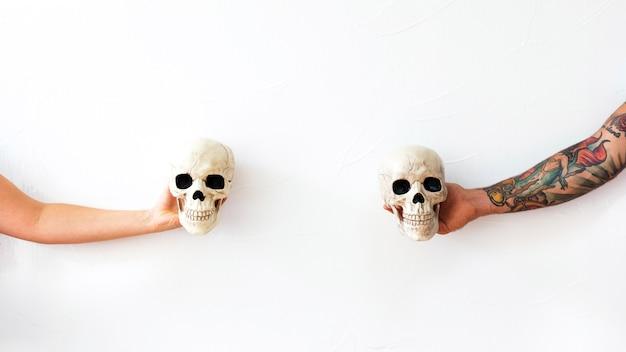 Recadrer les bras avec des crânes