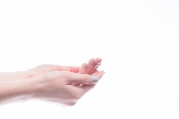 Recadrer les mains creuses