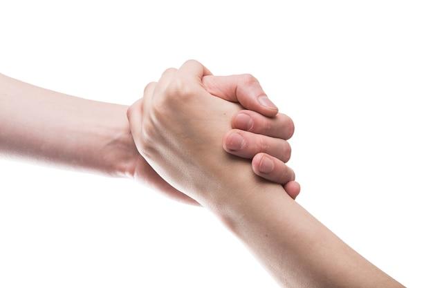 Recadrer les mains dans une prise serrée