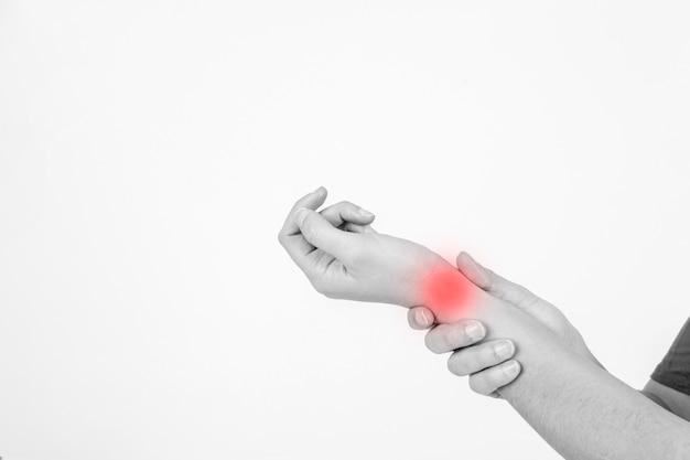 Recadrer les mains avec le poignet blessé