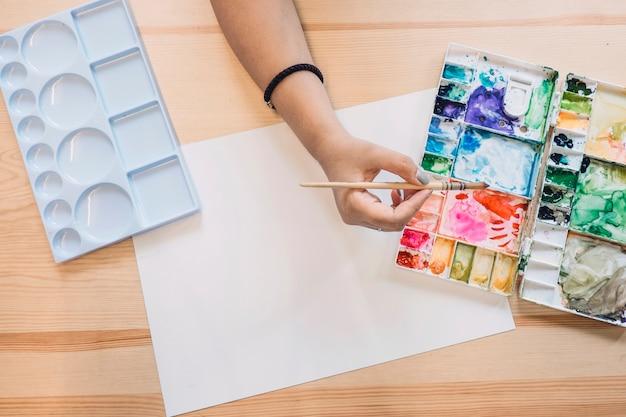 Recadrer la peinture à la main avec aquarelle