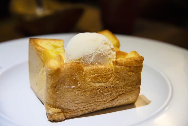 Recette de crème glacée sur du pain grillé