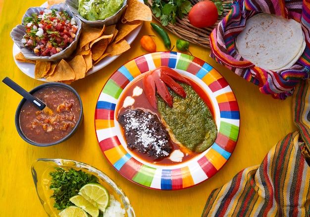 Recette garnie de nopal mexicain avec des sauces