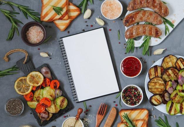 Recette de grillades au barbecue: légumes, saucisses, citron