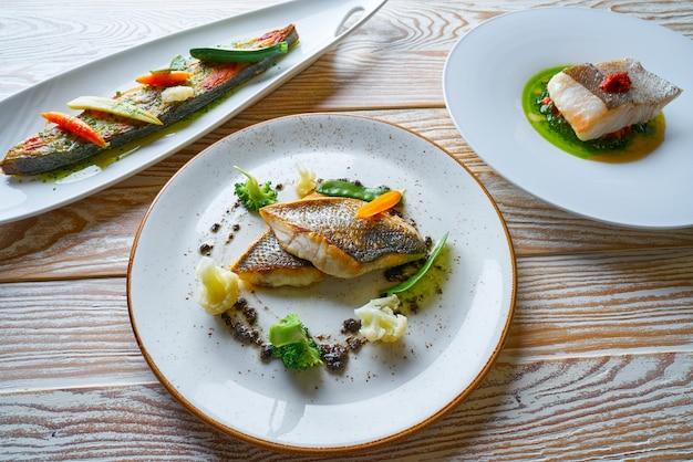 Recettes de nourriture de poisson turbot seabass et le merlu
