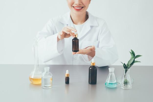 Recherche et développement soins de beauté .crème, sérum.hand