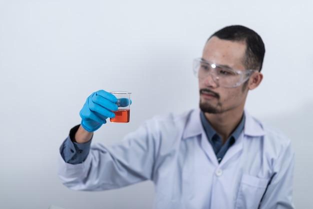 Recherche d'huile de biocarburant en laboratoire